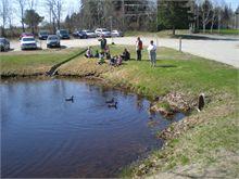 Pre-schoolers visit Tweedie Manor Seniors and view ducks.