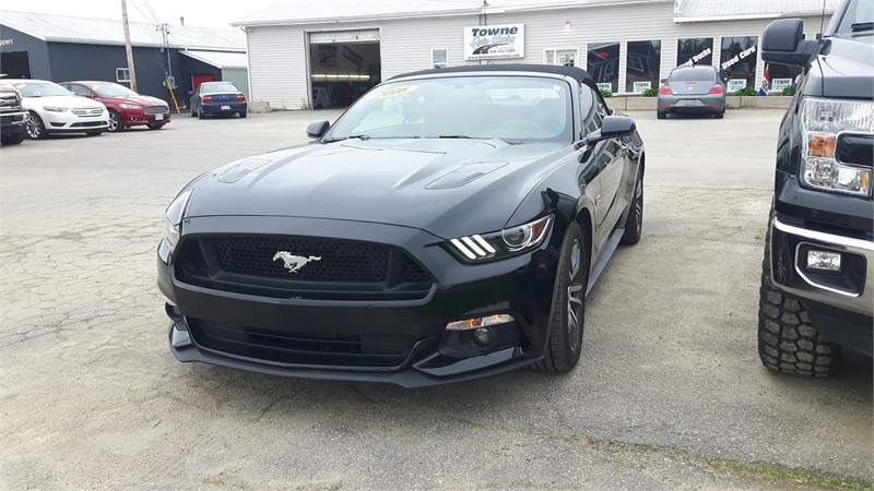 Automobile 2016 Ford Mustang GT convertable