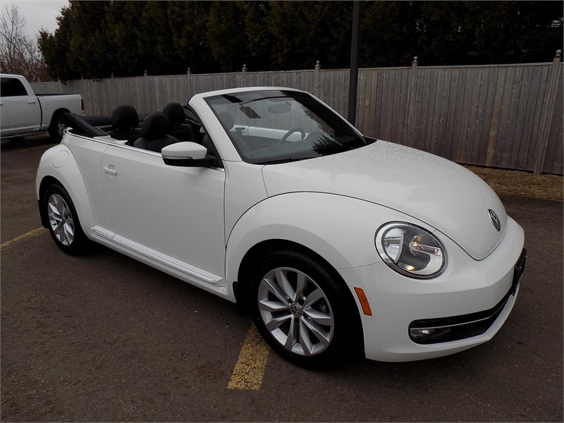 Automobile 2015 Volkswagon Beetle Convertible Comfortline