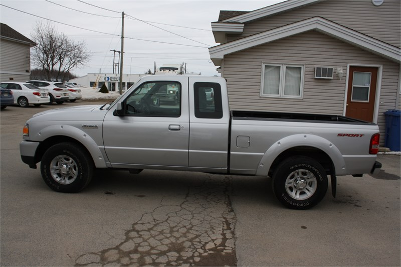 2009 Ford Ranger Sport! LOW KMS!  4
