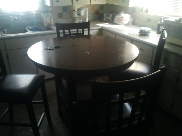 Dinijng Table and Chairs